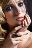 Mooie blonde in sluier royalty-vrije stock fotografie