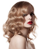 Mooie Blonde Vrouw. Krullend Haar. Witte Achtergrond Stock Foto's
