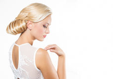 Mooie blonde vrouw met kapsel royalty-vrije stock foto's