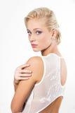Mooie blonde vrouw met kapsel stock afbeelding