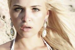 Mooie blonde vrouw. vrees of verrassing stock foto's