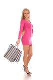 Mooie blonde vrouwenholding het winkelen zakken Stock Afbeeldingen