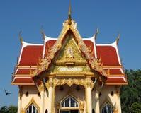 Mooie boeddhistische tempel gebaad in ochtendlicht royalty-vrije stock fotografie