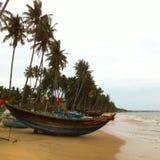 Mooie boot op het strand stock foto