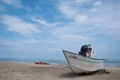 Mooie boten op het strand Sinigallia Royalty-vrije Stock Afbeeldingen