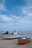 Mooie boten op het strand Sinigallia Stock Afbeelding