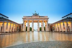 Mooie Branderburger-Piekmening bij nacht, Berlijn royalty-vrije stock foto's
