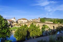 Mooie brug in het dorp Royalty-vrije Stock Foto's