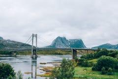 Mooie brug in Noorwegen Aard, landschap stock afbeelding