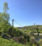 Mooie brug over een rivier Stock Foto's