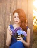 Mooie bruid in blauwe kleding Stock Afbeelding