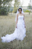 Mooie bruid in het natuurlijke openlucht plaatsen stock fotografie