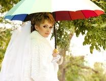 Mooie bruid in het park Royalty-vrije Stock Afbeelding