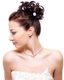 Mooie bruid met huwelijkskapsel Stock Foto's