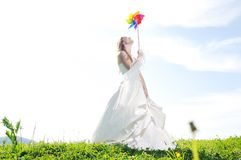 Mooie bruid openlucht Stock Afbeeldingen