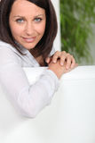 Mooie bruin-haired vrouw Stock Fotografie