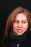 Mooie bruine haired vrouw die opzij kijkt royalty-vrije stock foto's
