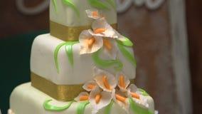 Mooie cake op een lijst stock video