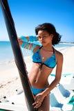 Mooie Caraïbische vrouw op tropisch strand Royalty-vrije Stock Foto