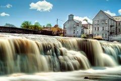 Mooie cascades van Ennistymon Stock Foto