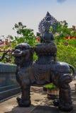 Mooie Chinese de stijlbeeldhouwwerken van ` s in Anek Kusala Sala Viharn Sien, Thais-Chinese tempel in Pattaya, Thailand Het werd Stock Foto