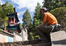 Mooie Chinese tuin met een vijver Royalty-vrije Stock Foto