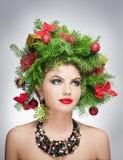 Mooie creatieve Kerstmismake-up en de binnenspruit van de haarstijl. Schoonheidsmannequin Girl. De winter. Mooie modieus in studio Stock Afbeeldingen