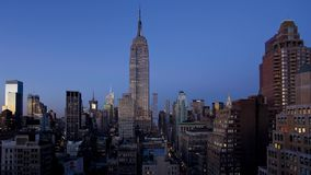 Mooie dag aan tijdspanne van de nacht de regelmatige 4k tijd van grote moderne van de de Stadstoren van New York cityscape van de stock videobeelden