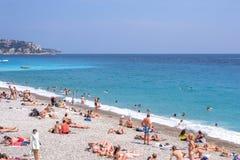 Mooie daglichtmening aan het strand van de Kooid ` van Nice azur in Frankrijk royalty-vrije stock fotografie