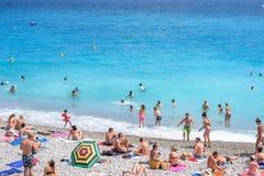 Mooie daglichtmening aan het strand van de Kooid ` van Nice azur in Frankrijk stock afbeeldingen