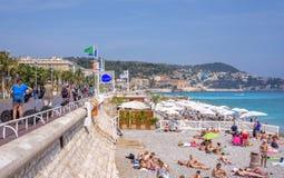 Mooie daglichtmening aan van de Kooid ` van Nice het strandtoevlucht azur in Fran royalty-vrije stock afbeelding