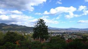 Mooie dalingskleur van cityscape van jojakko-Ji en van Kyoto stock footage