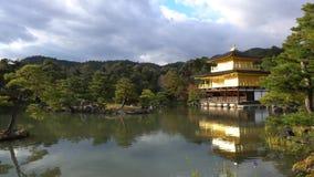 Mooie dalingskleur van Kinkaku -kinkaku-ji stock footage