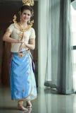 Mooie dame die voor originele Thaise dans danst Royalty-vrije Stock Foto