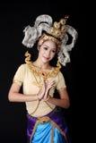 Mooie dame die voor originele Thaise dans danst Royalty-vrije Stock Fotografie