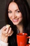 Mooie dame het drinken thee Royalty-vrije Stock Afbeeldingen