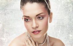 Mooie dame met make-up in studio Stock Afbeeldingen