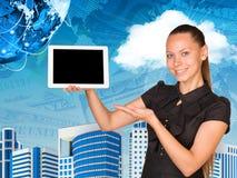 Mooie de handtablet van de onderneemsterholding met Stock Afbeelding