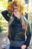 Mooie de herfstvrouwen stock foto's