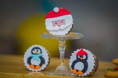 Mooie de muffinsbeeldjes van de Kerstmisvakantie stock foto's