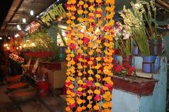 Mooie de nachtscène van de Bloemenwinkel in Bangladesh stock afbeelding