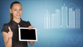 Mooie de tabletpc van de onderneemsterholding Stock Foto