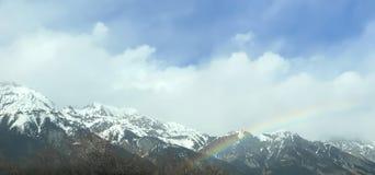 Mooie de winterregenboog over Tirol royalty-vrije stock foto's
