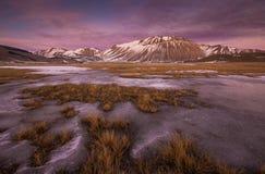 Mooie de winterzonsondergang - Castelluccio Di Norcia Royalty-vrije Stock Afbeeldingen