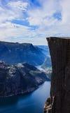 Mooie de zomermening met niemand van de wereldberoemde Preikestolen-Prediker` s Preekstoel of de Preekstoelrots, Stavanger, Noorw royalty-vrije stock fotografie