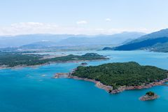 Mooie de zomermeningen van de Baai van Karuk in het Nationale Park van Meer Skadar, Montenegro royalty-vrije stock foto