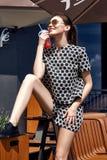 Mooie de zomerstemming van de mannequin toevallige collec van de donkerbruine vrouw Royalty-vrije Stock Foto's