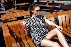 Mooie de zomerstemming van de mannequin toevallige collec van de donkerbruine vrouw Royalty-vrije Stock Foto