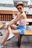 Mooie de zomerstemming van de mannequin toevallige collec van de donkerbruine vrouw Royalty-vrije Stock Afbeelding
