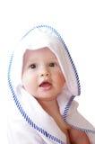 Mooie die baby in handdoek op witte achtergrond wordt verpakt Royalty-vrije Stock Foto